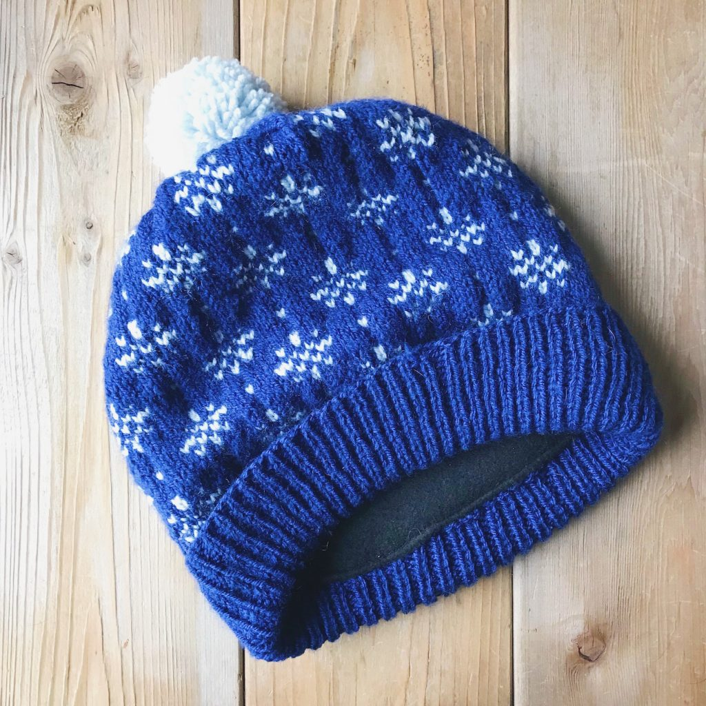 How to line a knitted hat with fleece - step 8