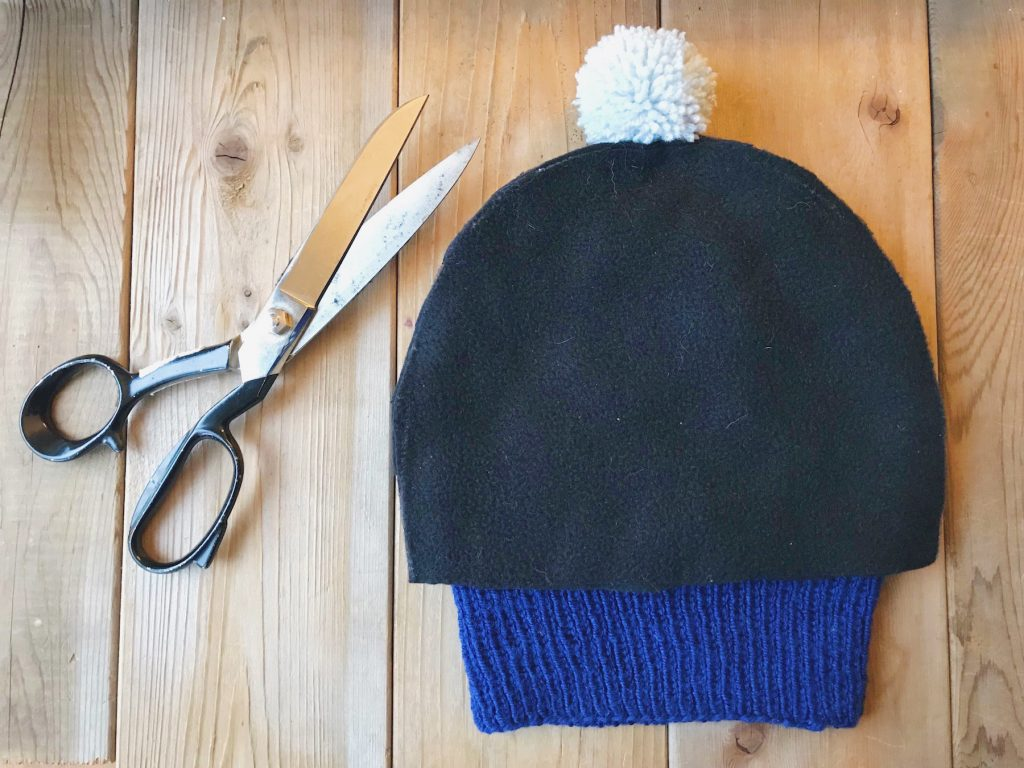 How to line a knitted hat with fleece - step 3