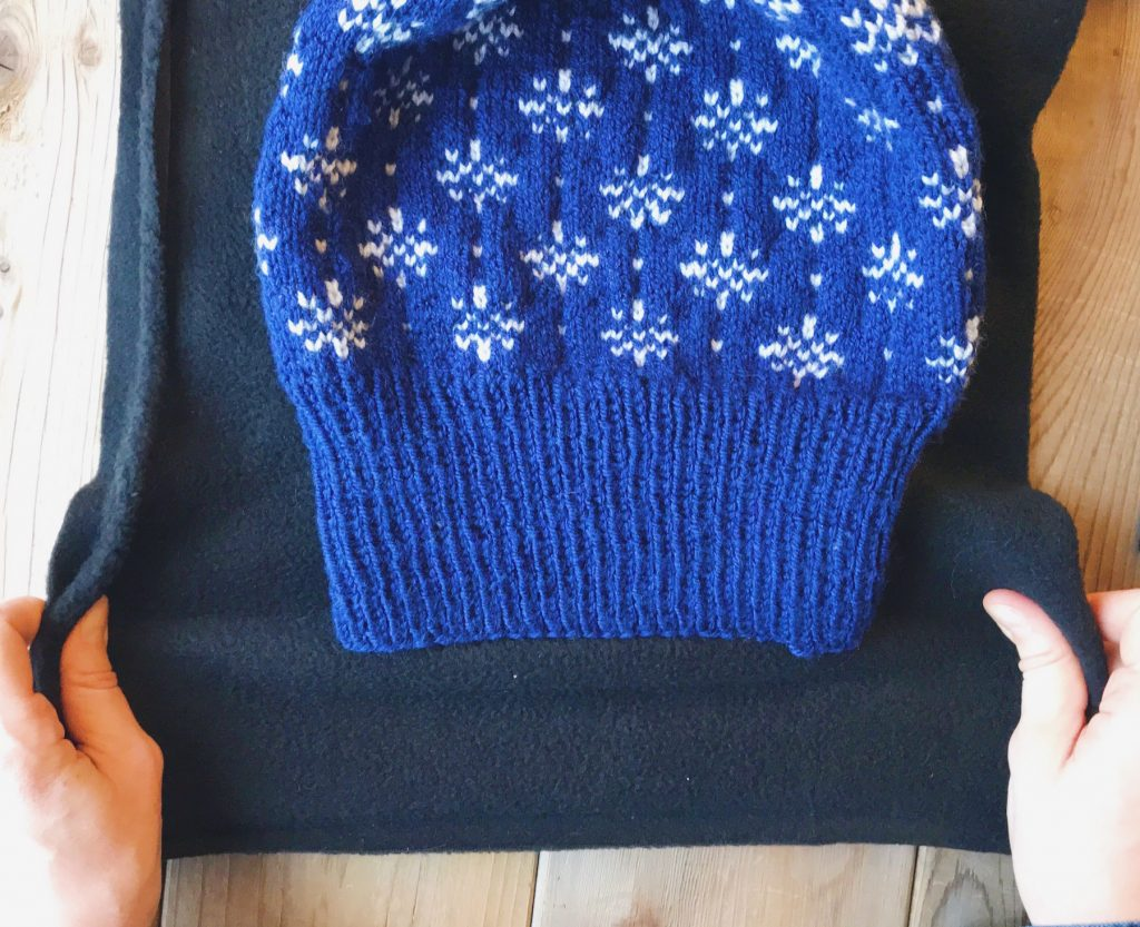 How to line a knitted hat with fleece - step 1