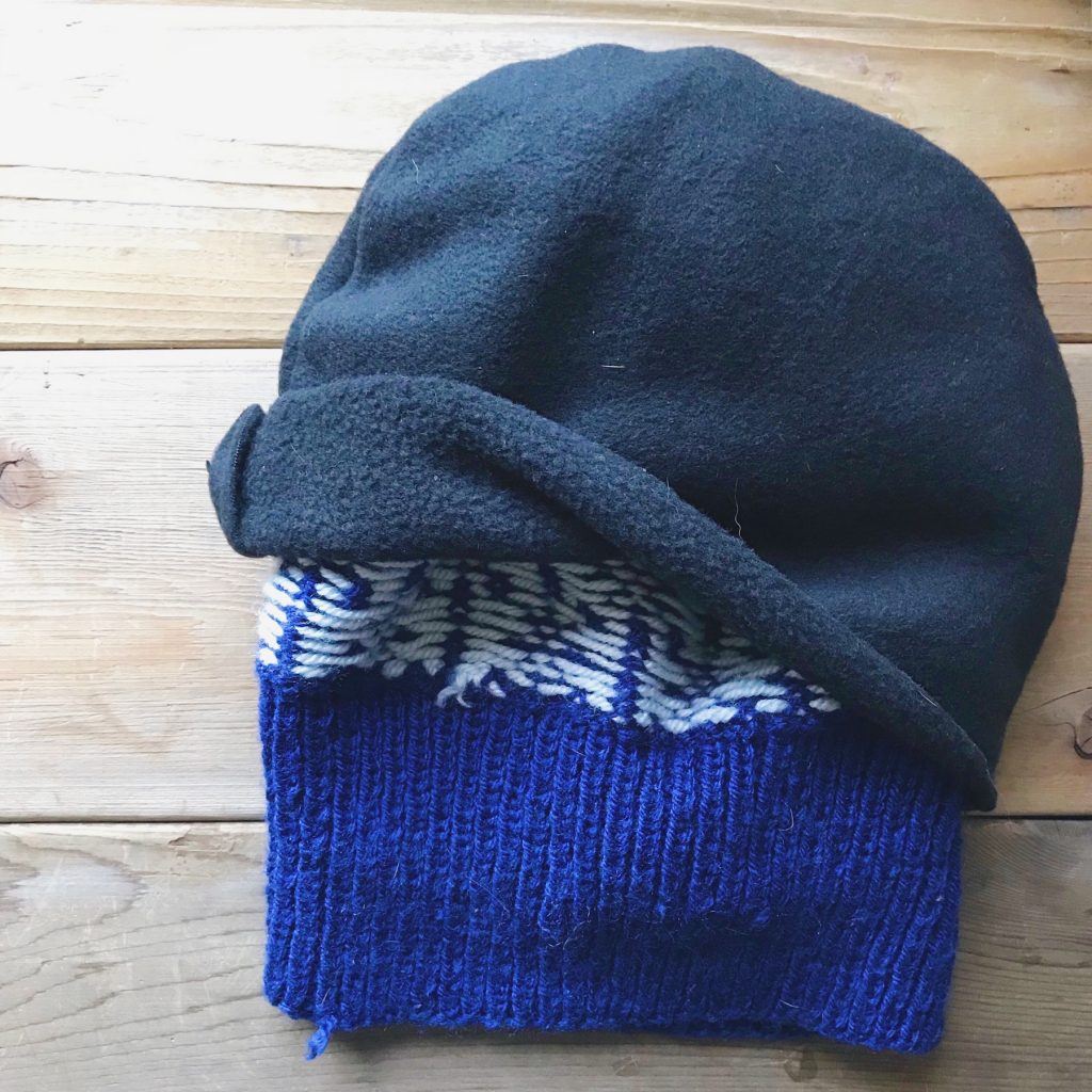 How to line a knitted hat with fleece - step 5